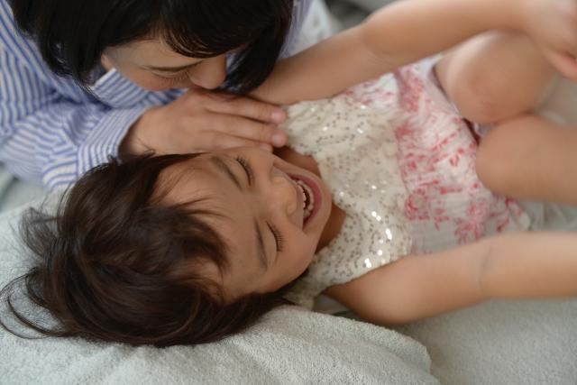 赤ちゃんの寝かしつけのために生活リズムを変える